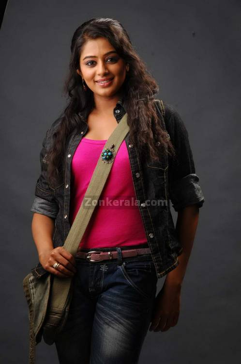 Priyamani Spicy Picture7