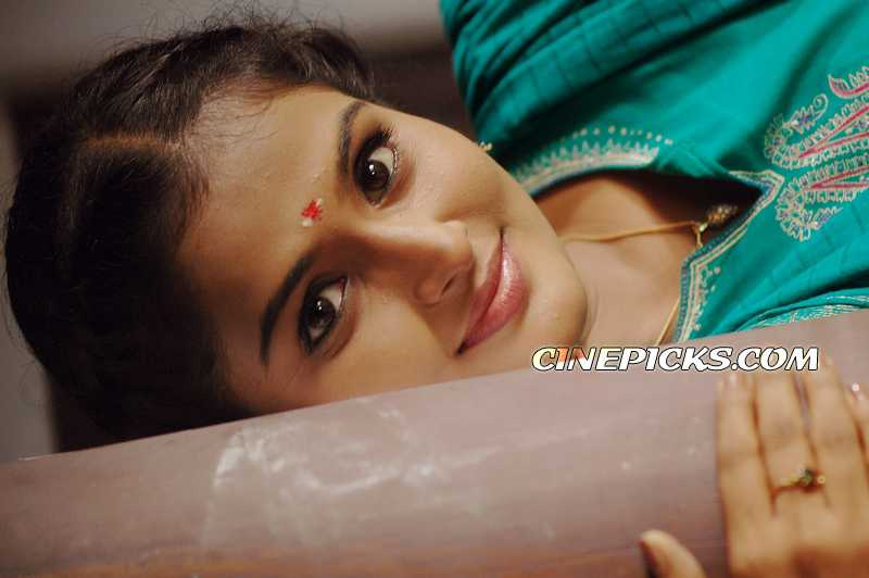 http://www.zonkerala.com/movies/actresses/remya-nambeesan/actress-remya-nambeesan.jpg