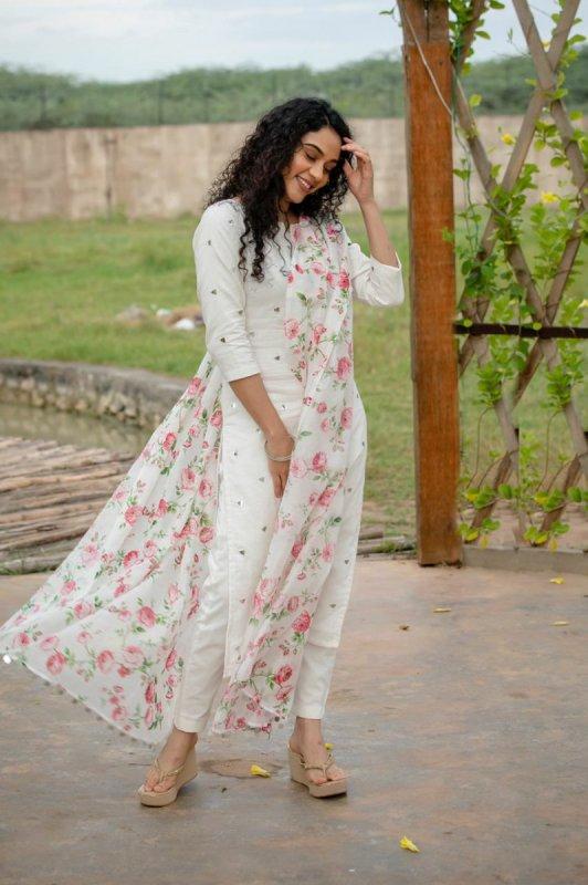 2020 Photo Rupa Manjari Actress 9397