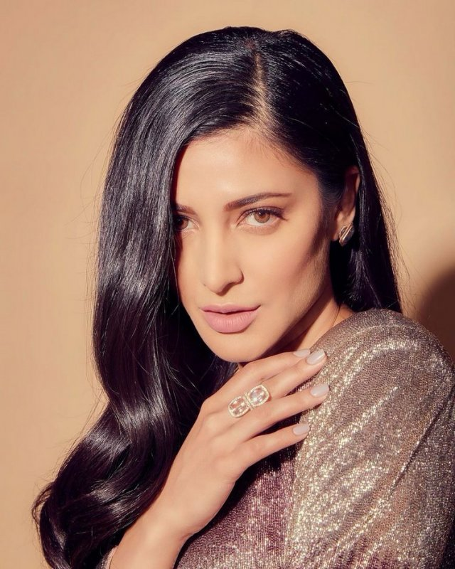 Latest Photos Film Actress Shruthi Haasan 8327