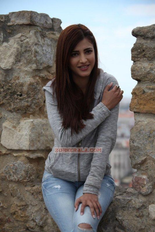 Shruthi Haasan Heroine Feb 2016 Photos 2098