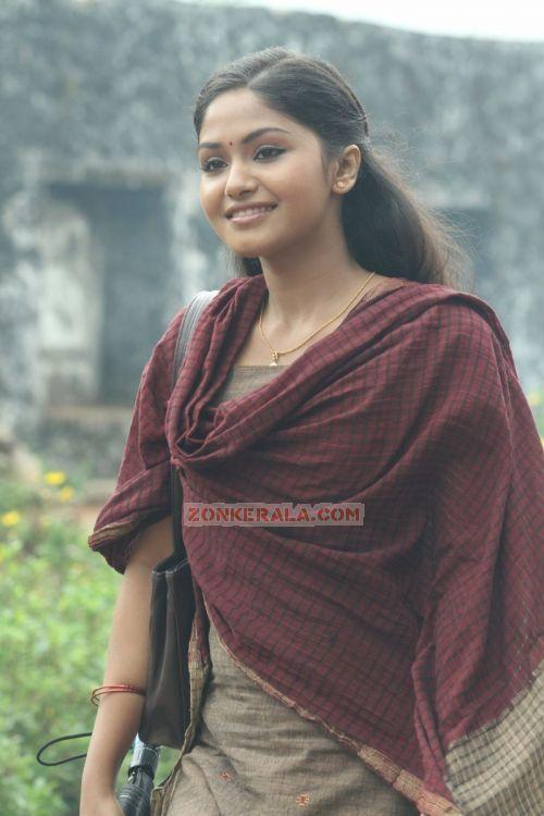 Actress Vaigha 9327
