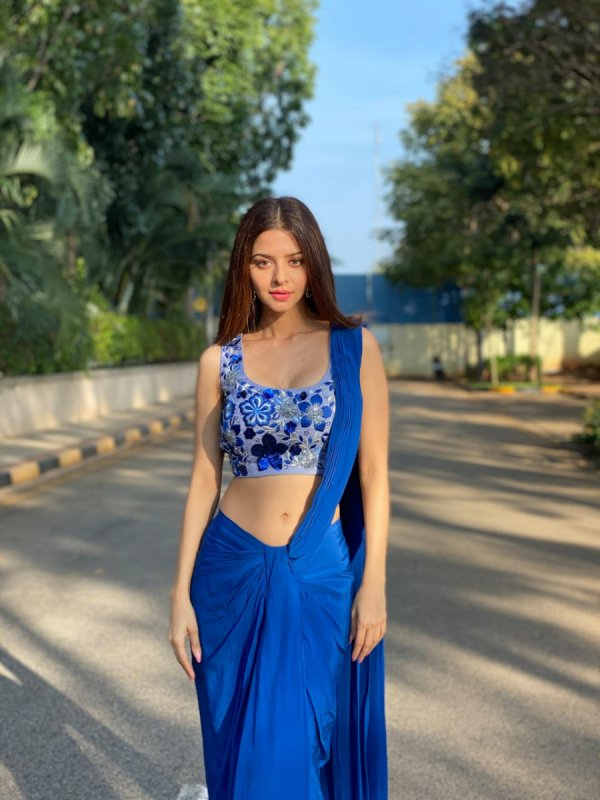 2020 Gallery Vedhika Actress 1257