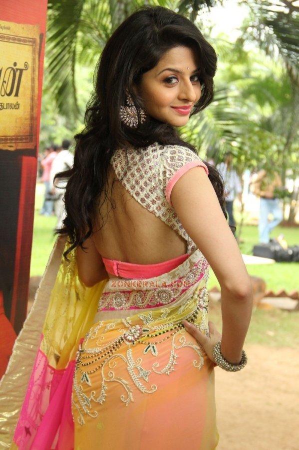 Actress Vedhika 6180
