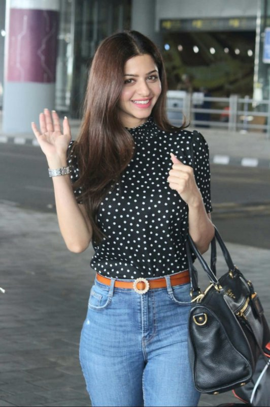 South Actress Vedhika Latest Stills 7599