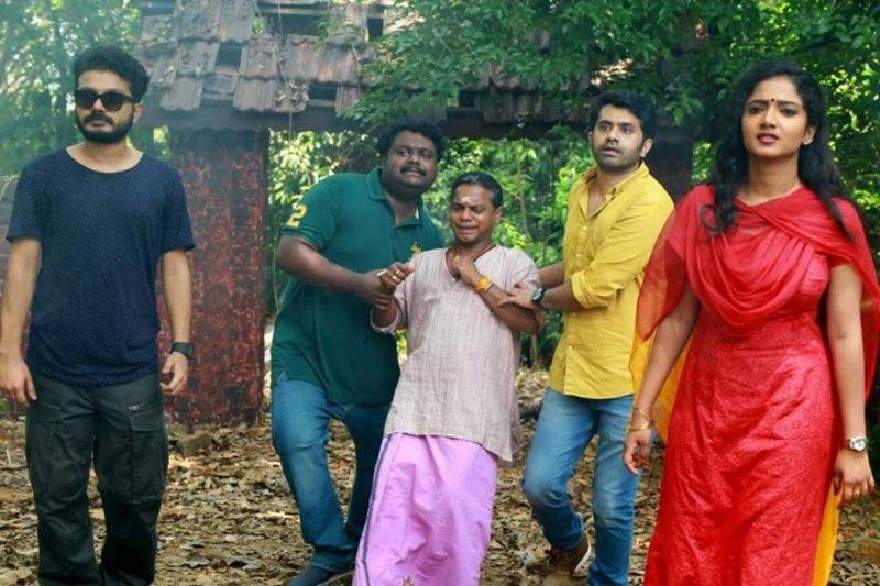 Latest Pic Movie Aakasha Ganga 2 7815