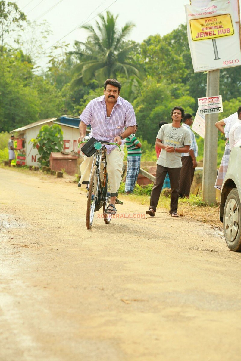 Mohanlal On Cycle In Movie Drishyam 235