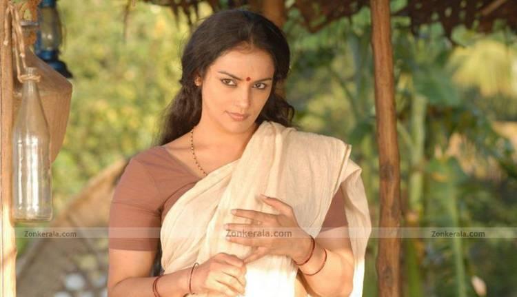 swetha menon still 9   malayalam movie kayam stills