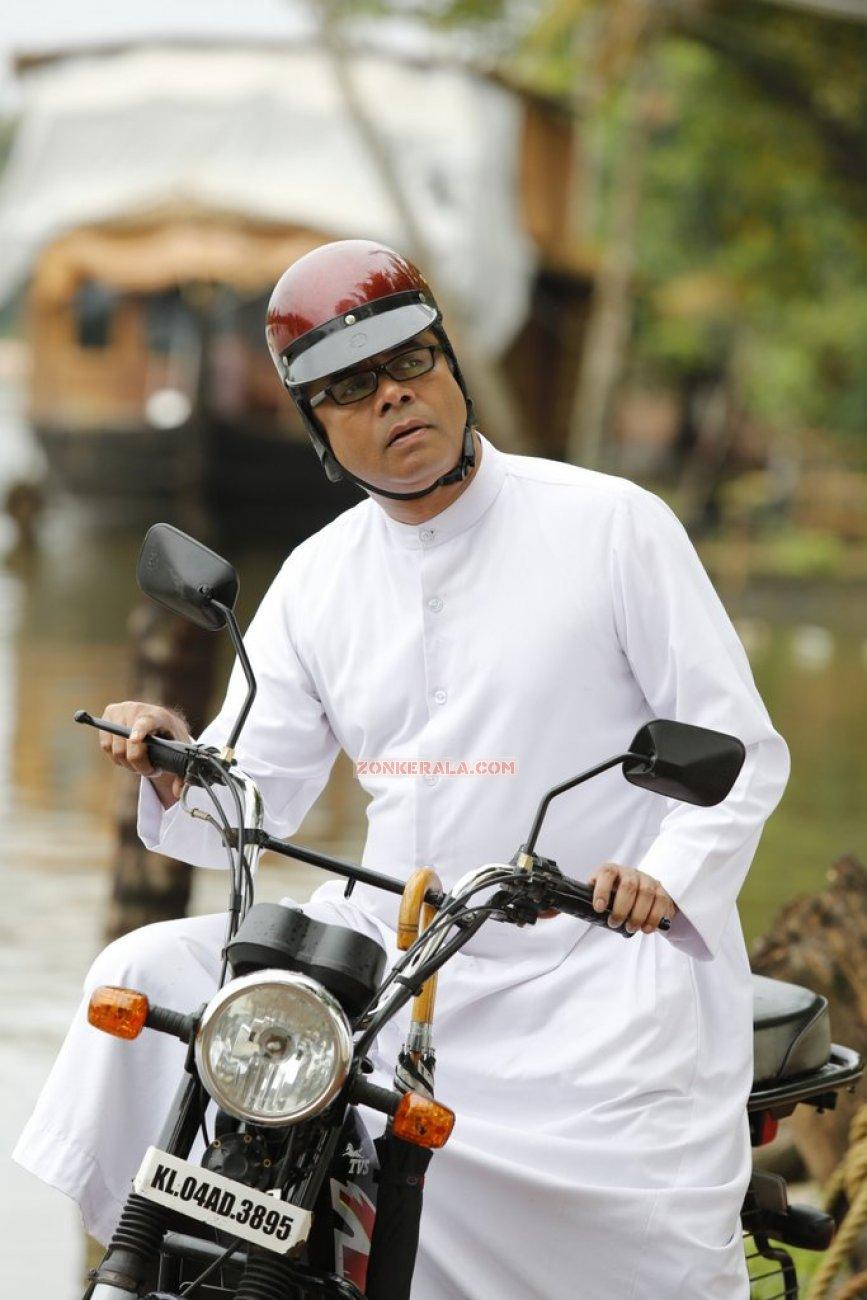 Nandu In Movie Pattam Pole 908