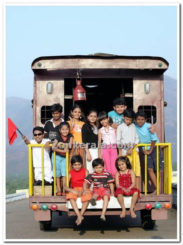 Ee Pattanathil Bhootham Photo 100