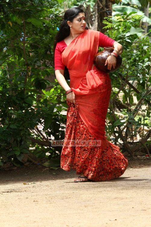 Kavya Madhavan in Saree Kavya Madhavan in Half Saree