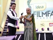 Lifetime Achievement Award For Late Balu Mahendra Received By His Wife From Kamal Hassan 496