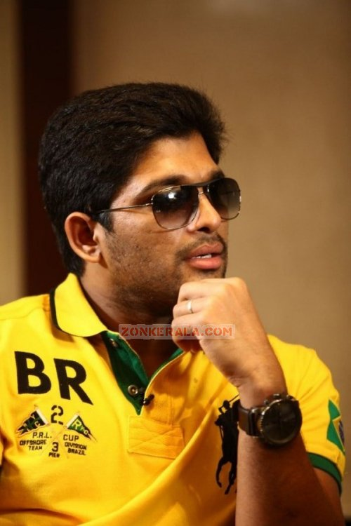 Allu Arjun In Kerala Photos 1100