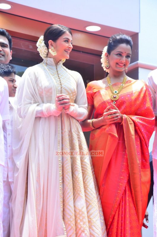 Malayalam Movie Event Kalyan Jewellers Chennai Showroom Launch Still 711