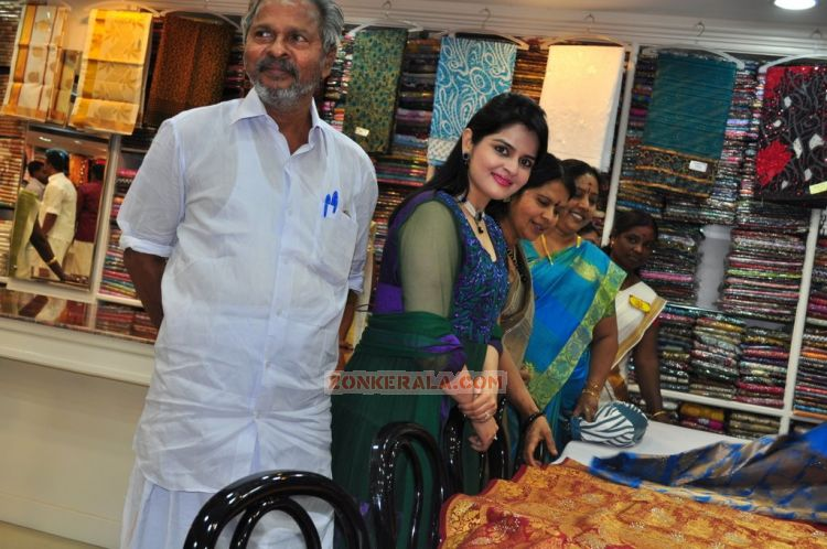 Roma Asrani At Rk Sarees Punalur Showroom Inauguration 6299