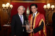 Sharukh Khan Receiving Global Diversity Award