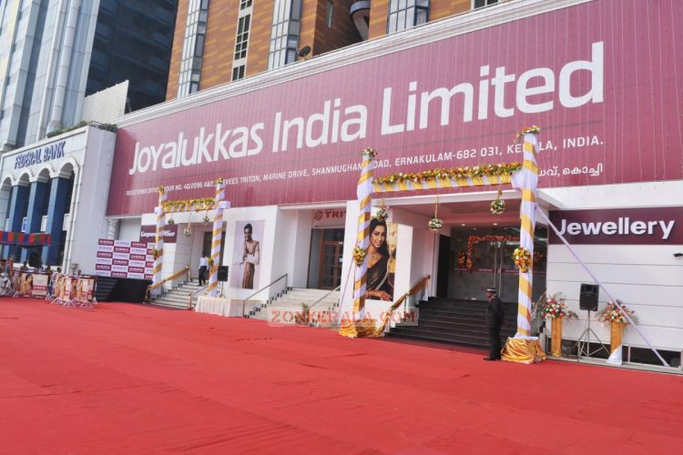 Shreya Ghoshal Inaugurates Joy Alukkas Showroom 127