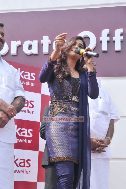 Shreya Ghoshal Inaugurates Joy Alukkas Showroom 3612